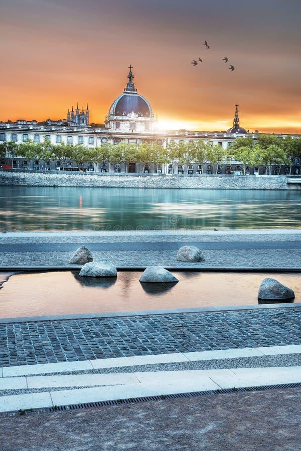 Lyon par coucher du soleil en été images stock