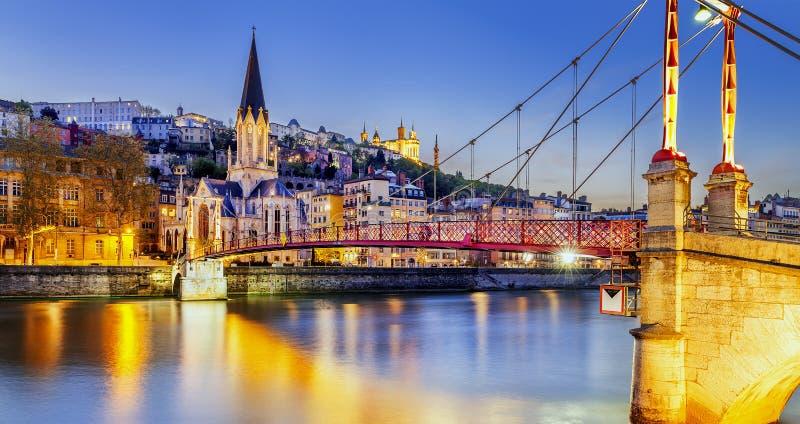 Lyon por el nigt con las luces fotografía de archivo libre de regalías