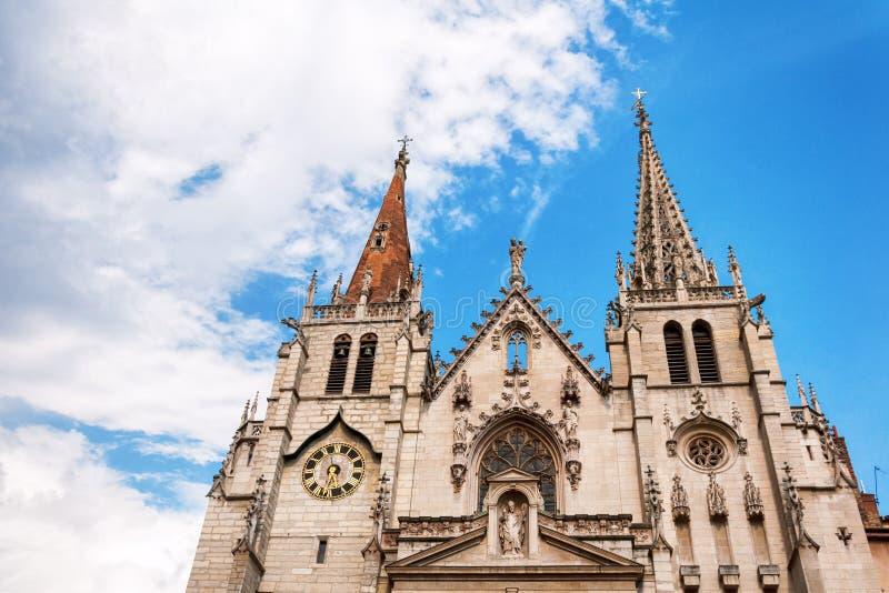 Lyon Rhone-Alpes, Frankrike - Maj 19: Fronton kyrkan av helgonet-Nizier, XIV århundrade UNESCOlista arkivfoton