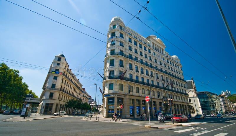 Lyon-Straßenweitwinkelansicht am Sommertag lizenzfreie stockfotografie