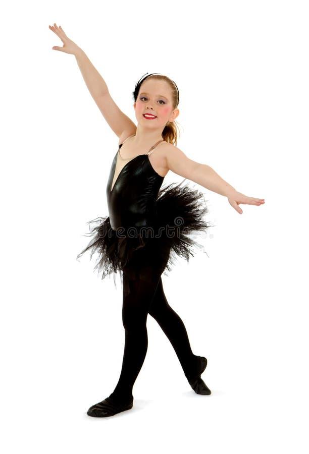 Lyrisk barndansare i svart högläsningdräkt fotografering för bildbyråer
