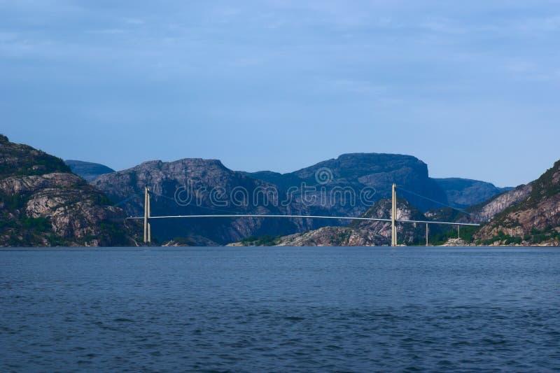 lysefjord Норвегия моста стоковые изображения
