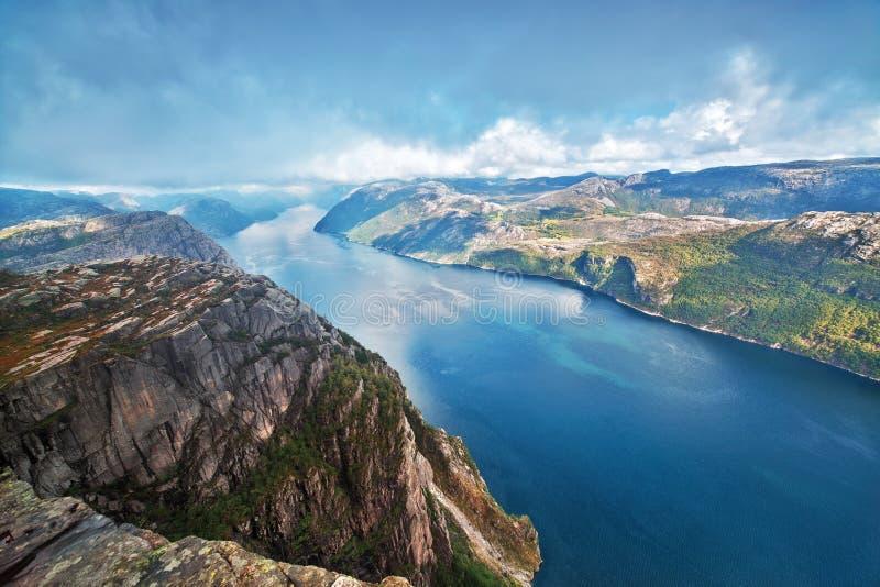 lysefjord preikestolen взгляд стоковые изображения