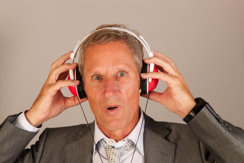 Lyssna till musik royaltyfri bild
