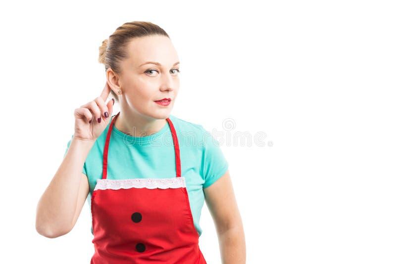 Lyssnande hemligheter för för hembiträdehushållerska eller hemmafru arkivbilder