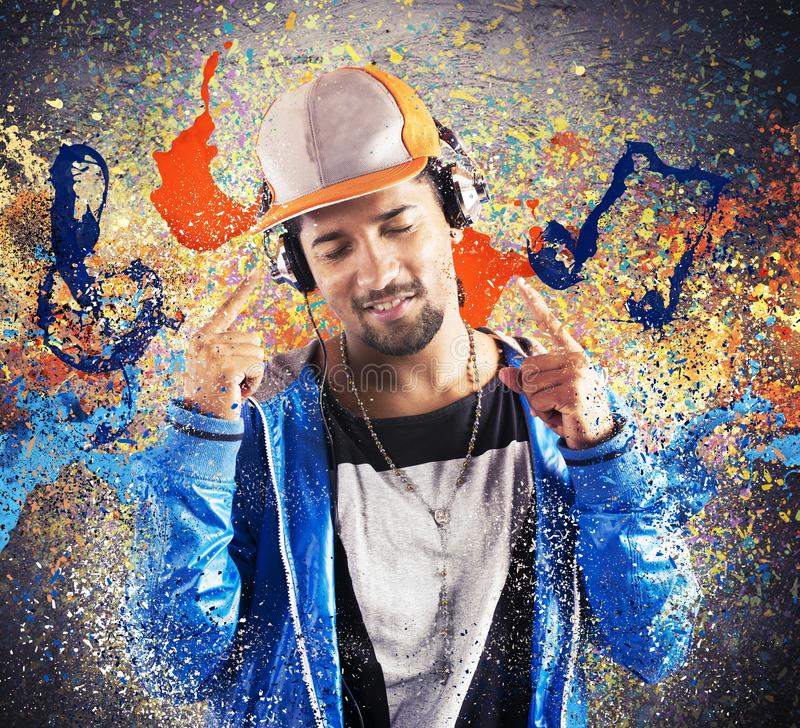 Lyssnande hiphop för pojke musik royaltyfria foton