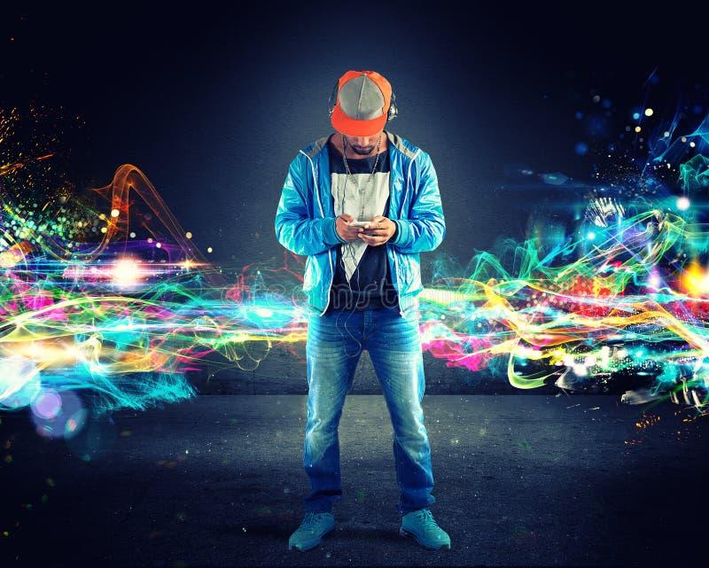 Lyssnande hiphop för pojke musik arkivfoto