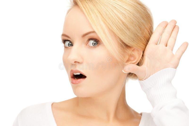 lyssnande kvinna för skvaller arkivfoton