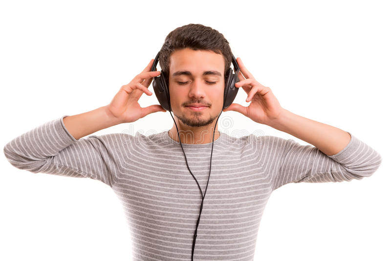 lyssnande manmusik till arkivfoton