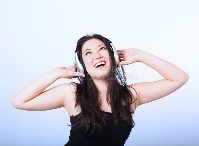 lyssnande musik för flicka till arkivbild