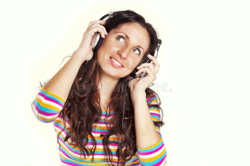 lyssnande musik till kvinnabarn arkivbild