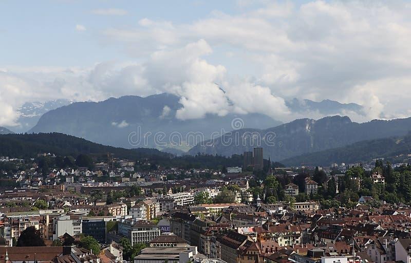 Download Lyutsern.Vid Met Mannli-toren. Stock Foto - Afbeelding bestaande uit verhoging, berg: 39104040