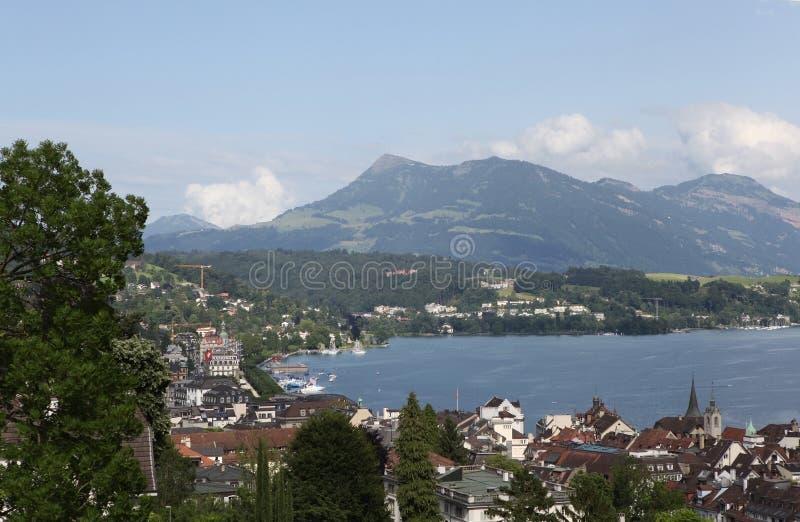 Download Lyutsern.Vid Met Mannli-toren. Stock Afbeelding - Afbeelding bestaande uit bergen, wolk: 39104097