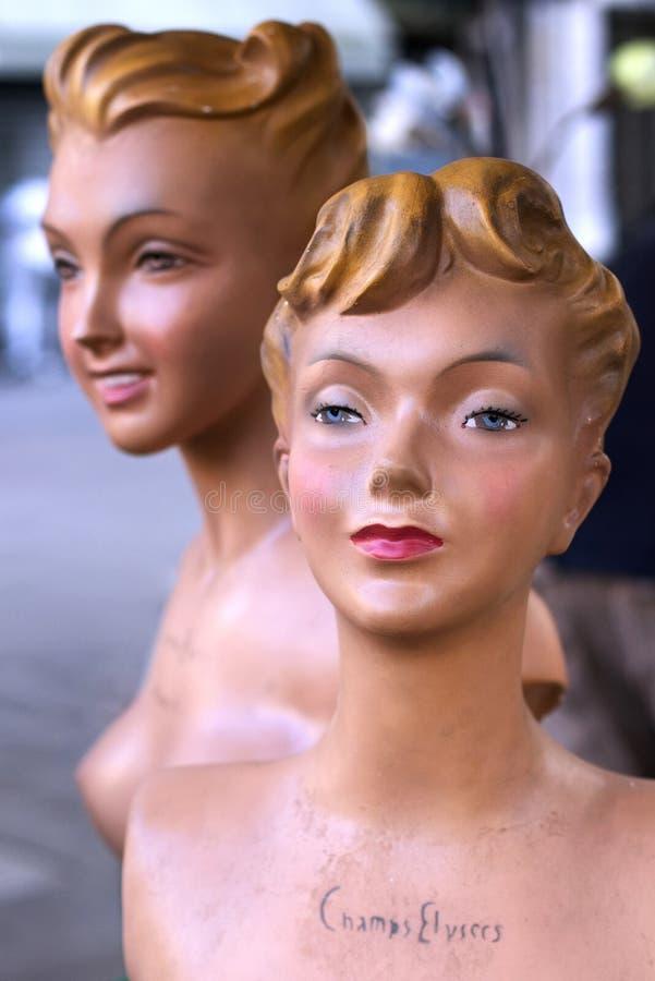Lyx för ståenden för statyn för murbruk för modeskyltdocka50-tal shoppar Paris Frankrike royaltyfri foto