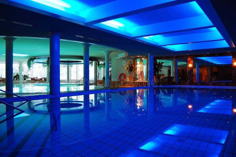 lyx pools simning arkivfoto