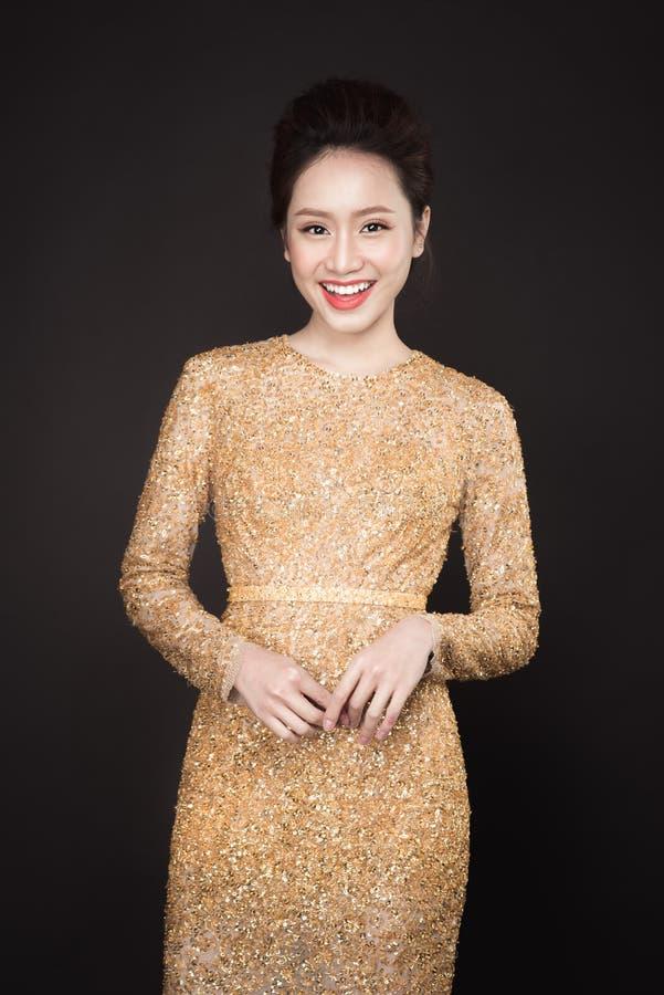 Lyxig asiatisk kvinna royaltyfri bild