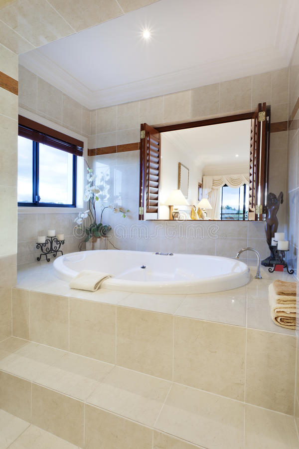 lyxig badrum arkivbild