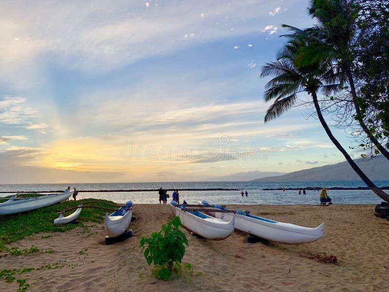Lyxig beachfront semester för Hawaii Maui ö - solnedgång arkivfoto