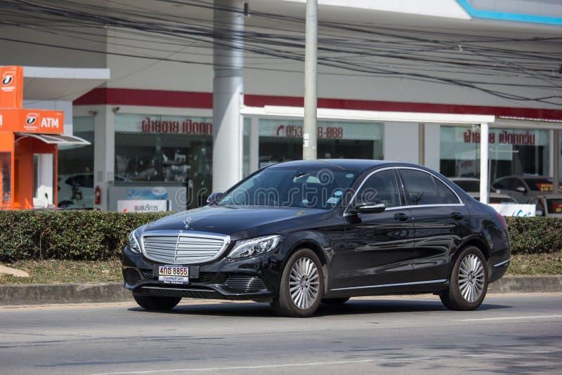 Lyxig bil vita Mercedes Benz E250 arkivfoto
