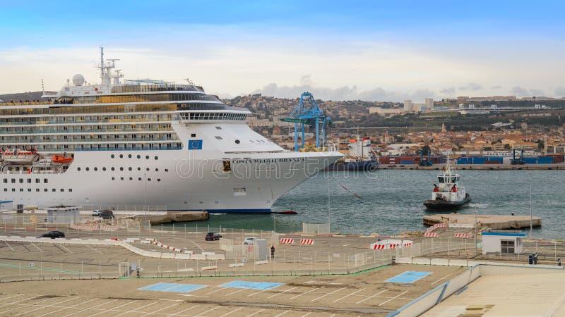 Lyxig Costa Mediterranea för kryssningskepp skrivande in port av Marseille arkivfoton