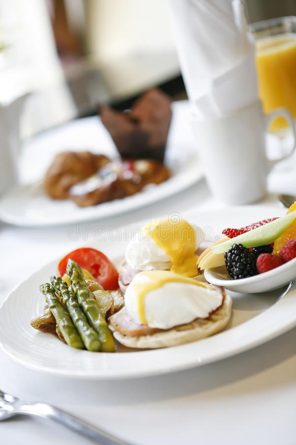 Lyxig frukost 09 royaltyfria foton