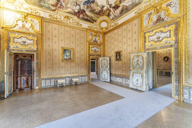 Lyxig inre i Stupinigi den kungliga jaga slotten arkivbilder