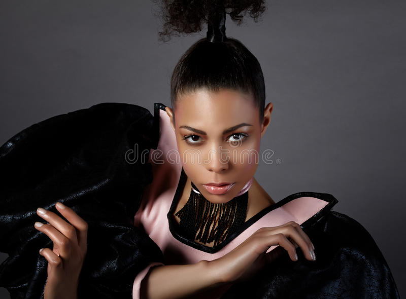 Lyxig kvinnastående. Mode royaltyfri fotografi