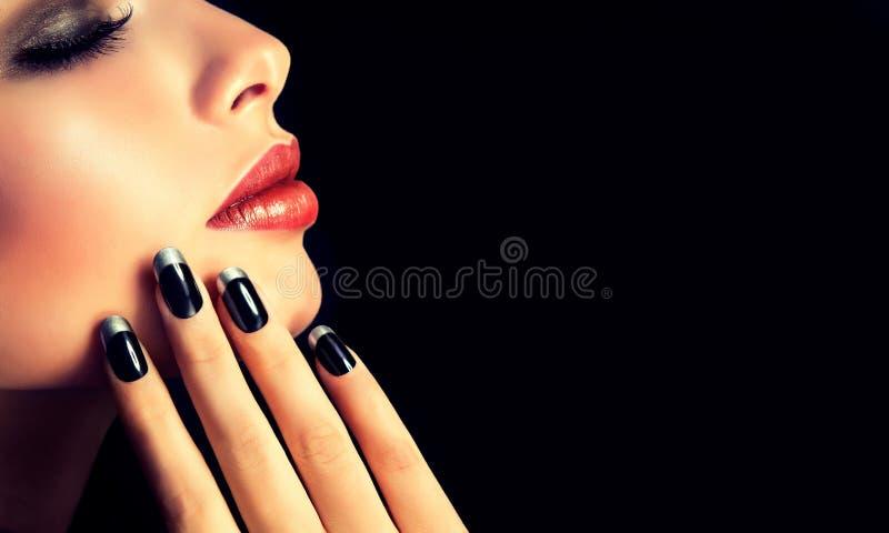Lyxig modestil, manikyr, skönhetsmedel och makeup royaltyfri fotografi