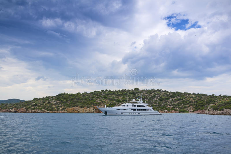 Lyxig motor-yacht royaltyfria foton