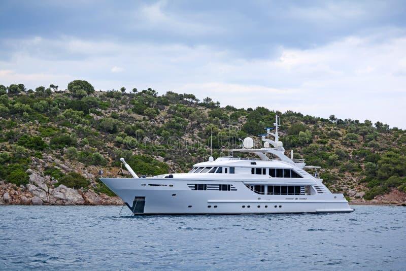 Lyxig motor-yacht arkivfoto