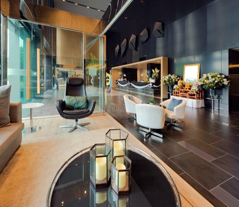 Lyxig privat lobby i ett hotell, en ingång och ett mottagande arkivfoton