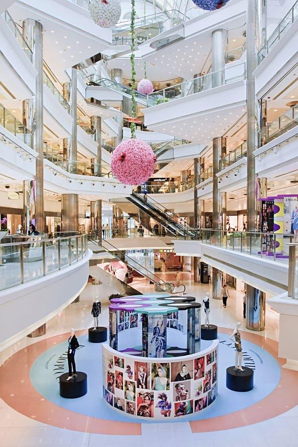Lyxig shoppinggalleriainre, Shanghai Kina fotografering för bildbyråer
