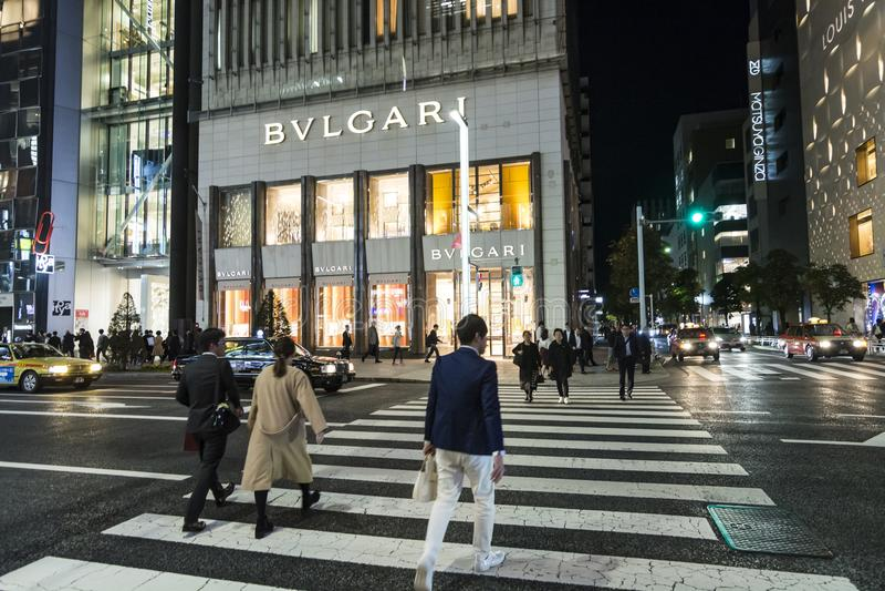 Lyxig shoppinggataChuo Dori Night tid royaltyfria foton