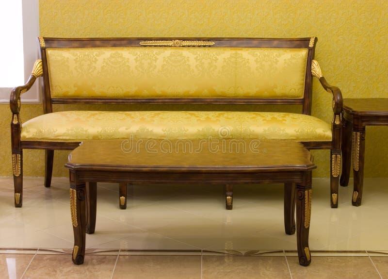 Lyxig sofa royaltyfri foto