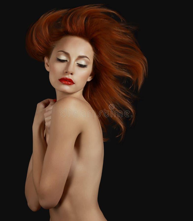 Lyxig sofistikerad rödhårig mankvinna ambition arkivfoton