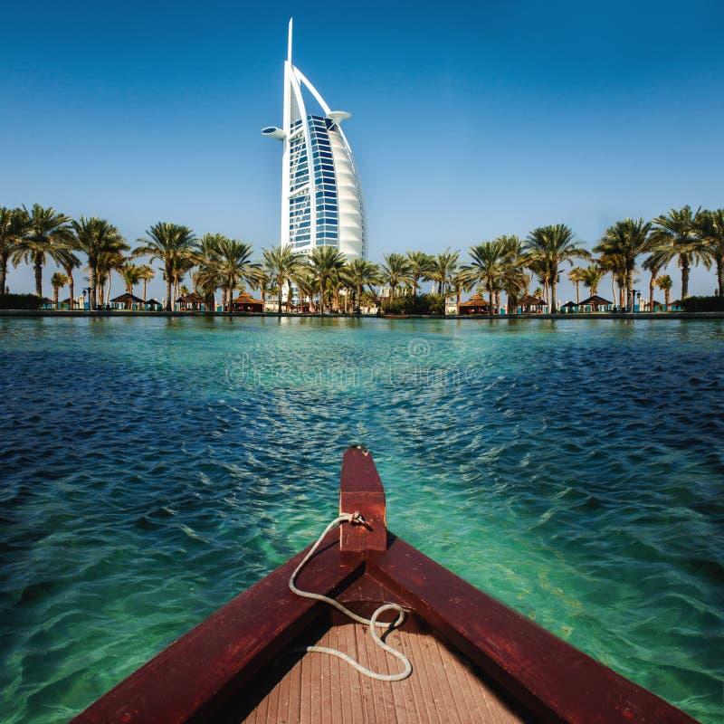 Lyxig ställesemesterort och brunnsort för semester i Dubai, UAE royaltyfri bild