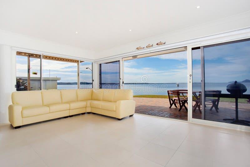 lyxig strand för lägenhet fotografering för bildbyråer