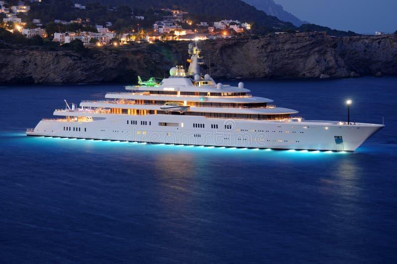 Lyxig Superyacht M/Y förmörkelse i Ibiza Spanien royaltyfria foton