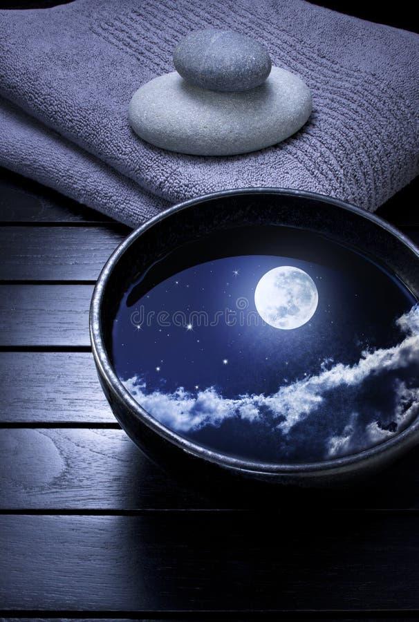 Lyxig vattenrenhet för måne arkivfoton