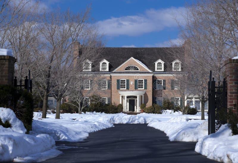 lyxig vinter för hus fotografering för bildbyråer