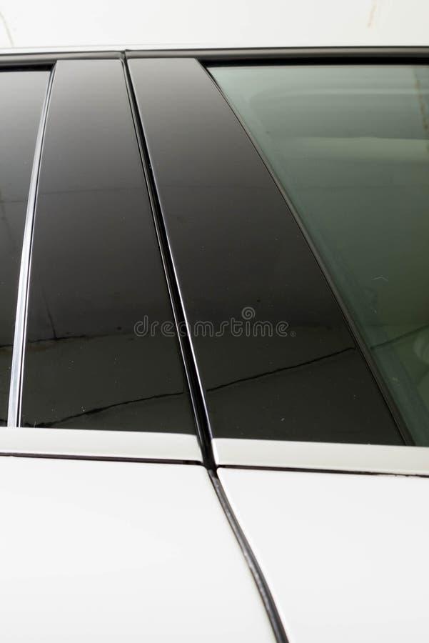 Lyxig vit panel för klippning för bilsidofönster royaltyfri fotografi