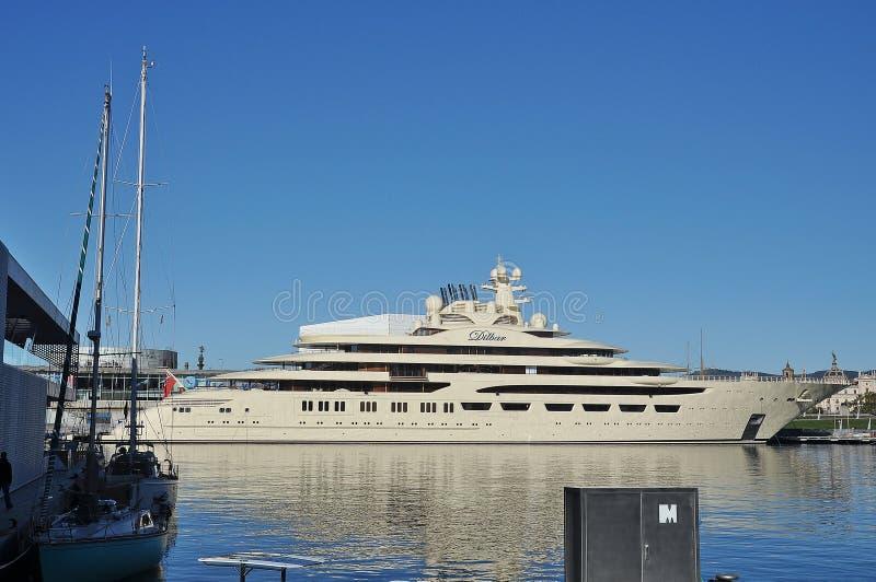 Lyxig yacht Dilbar fotografering för bildbyråer