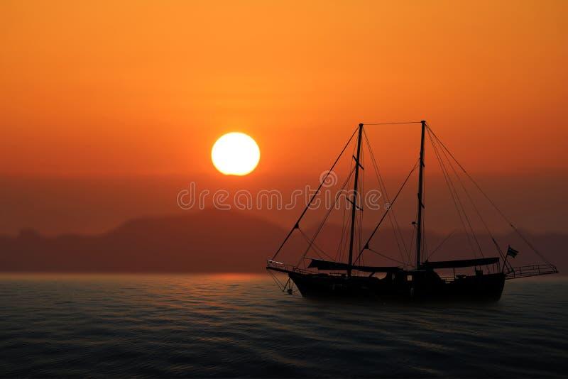 Lyxig yacht i havet med röd himmelsolnedgång royaltyfria foton