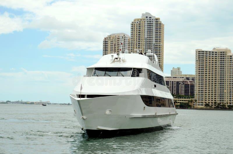 Lyxig yacht i Miami, Florida arkivfoton
