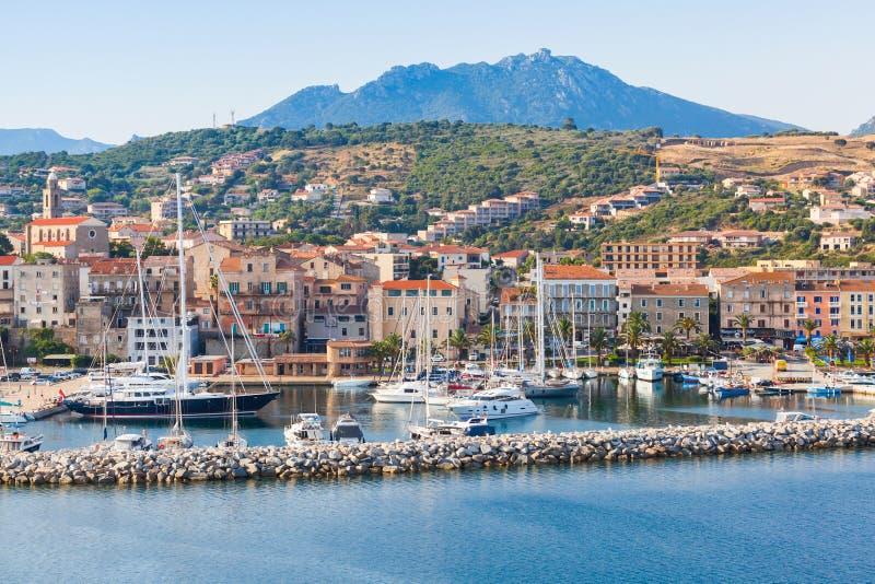 Lyxiga fartyg och yachter i Propriano, Korsika royaltyfria foton