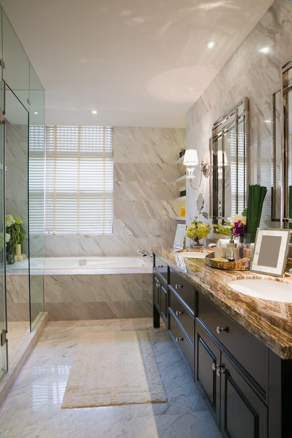 Lyxigt badrum royaltyfria foton