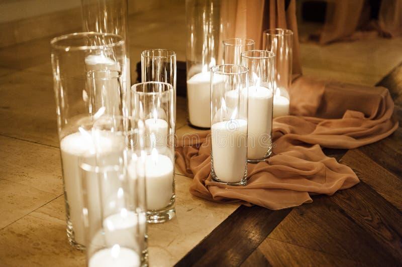 Lyxigt bröllop för modebröllopgarnering, restaurang Stearinljus i exponeringsglas royaltyfri fotografi