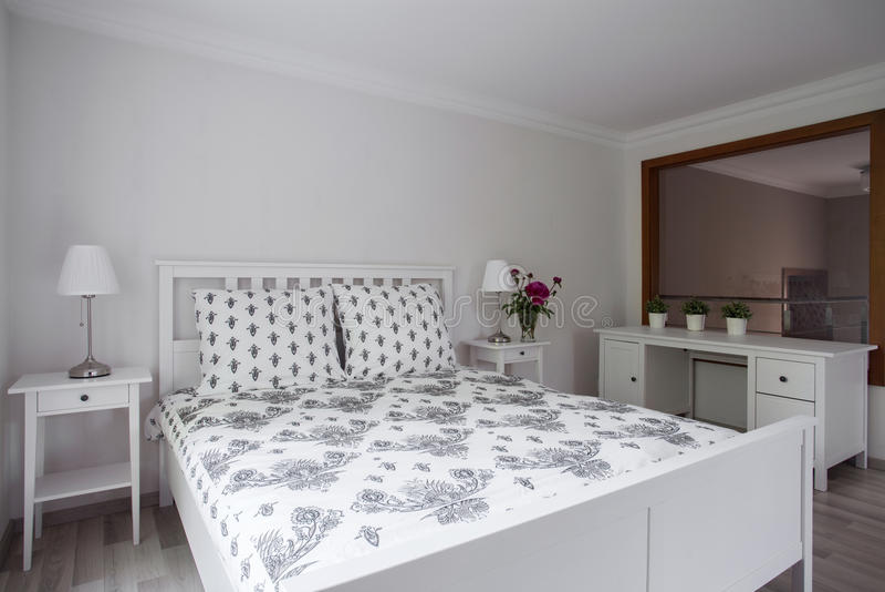 Lyxigt elegant sovrum arkivfoto