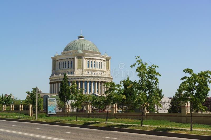 Lyxigt hus av mottaganden av regeringen av den Chechen republiken på den Chekhov gatan royaltyfria foton