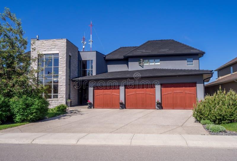 Lyxigt hus, Calgary royaltyfria bilder